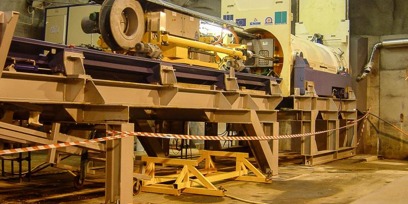 Remotely Burying Machine for Heavy Nuclear Waste Container